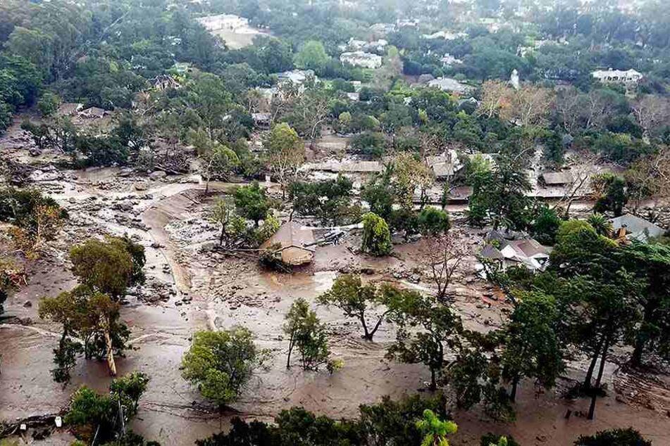 Die Wassermassen weichten die von den Flammen teils kahlgefressene Erde auf, was zu zahlreichen Erdrutschen führte.