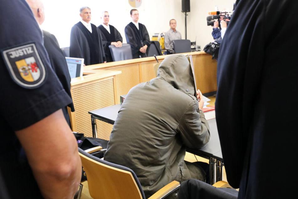 Jetzt wurde ihr Stiefvater zu einer lebenslangen Haftstrafe verurteilt.