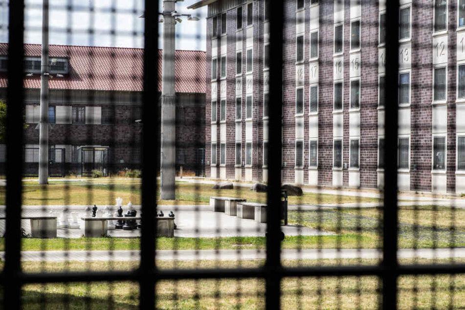 Ein Streit beim Hofgang in einem Gefängnis eskalierte. (Symbolbild)