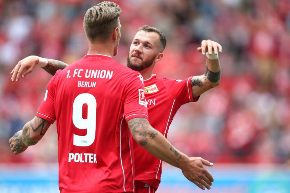 Stürmer Sebastian Polter bejubelt mit Marcel Hartel den Führungstreffer im Testspiel gegen Bröndby IF.