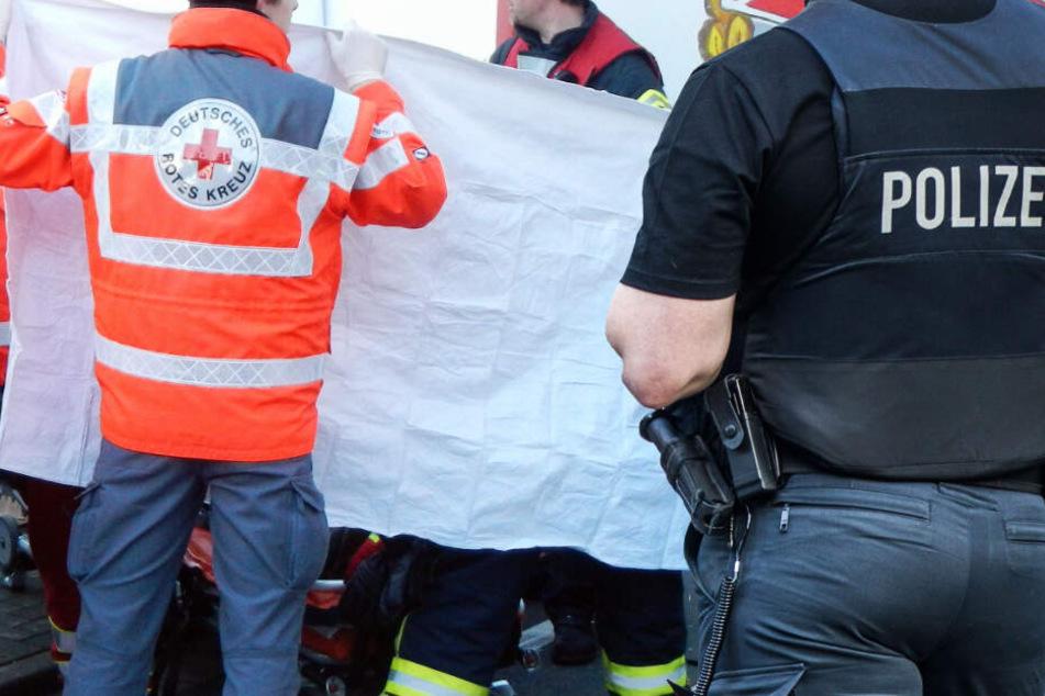 Lastwagen erfasst Radfahrer beim Abbiegen: Tödlicher Unfall in Frankfurt