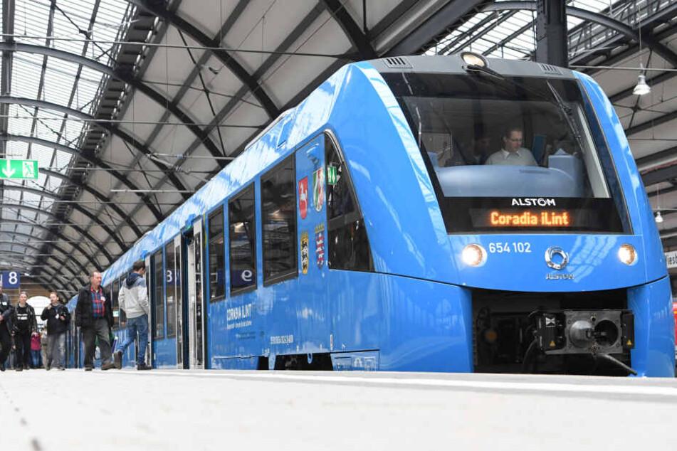 Ein Regionalzug des französischen Herstellers Alstom, der von einer Brennstoffzelle angetrieben wird
