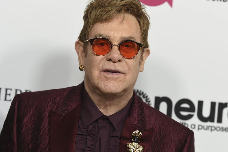 Der 70-Jährige Sänger Elton John muss wegen einer Infektion mehrere Konzerte absagen.