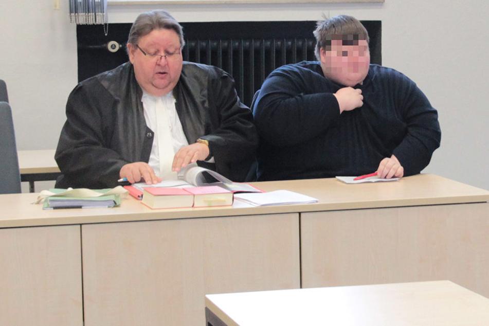 Der 28-jährige Angeklagte war selbst Laienrichter und sitzt für die SPD im Rat der Stadt Enger.