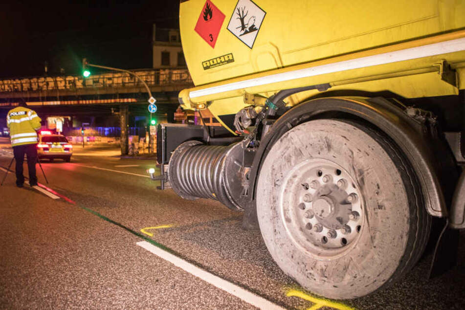 Der Gefahrgut-Lastwagen stand bei dem Unfall mitten auf der Kreuzung.
