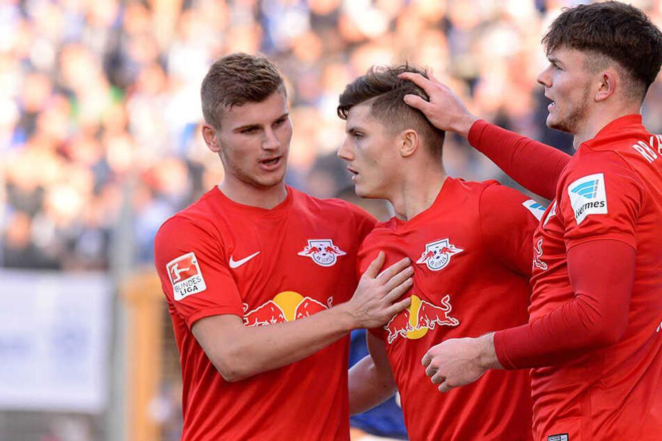 Die Leipziger bejubeln einen Treffer von Marcel Sabitzer (Mitte).