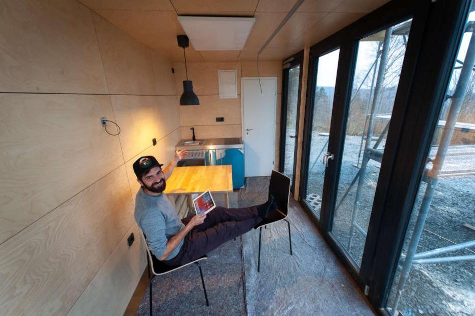 Jan Hesse (40) hat drei Container im Tiny-Haus-Stil (Trend zum Wohnen auf kleiner Fläche) ausgebaut.