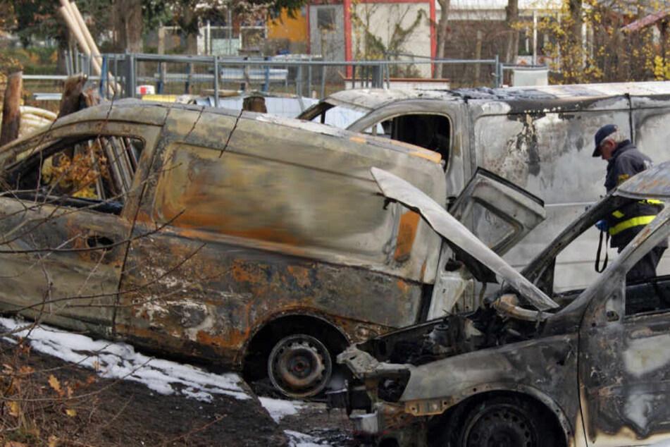 Vier Firmentransporter brannten in Weißwasser am Wochenende aus.
