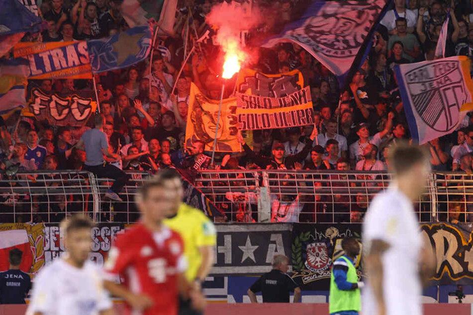 Protesttreffen zwischen Ultras und Vereinen in Erfurt