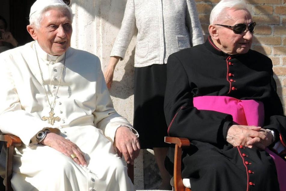 Benedikt XVI. (heute 91) mit seinem Bruder Georg Ratzinger (heute 94). (Archivbild)