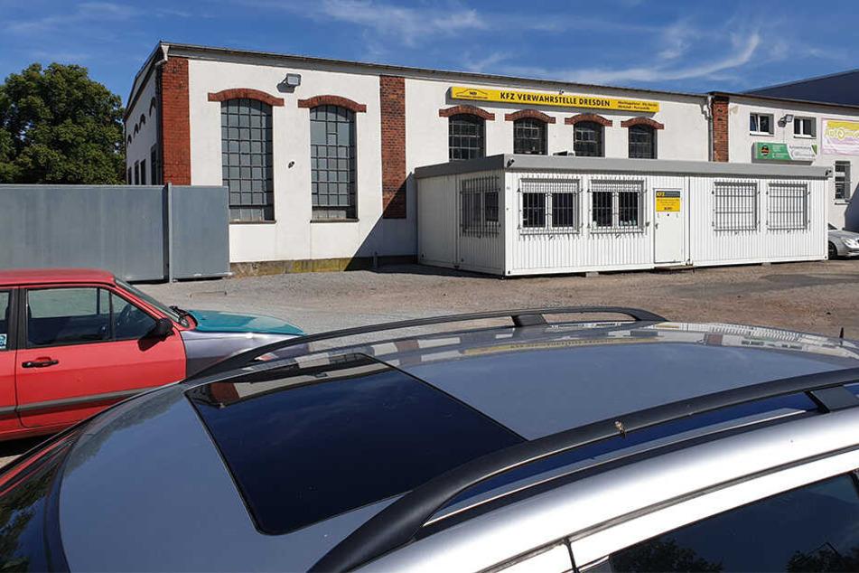Die MD-Automobile Dresden OHG schleppte den Wagen an ihre Verwahrstelle an der Tharandter Straße ab.