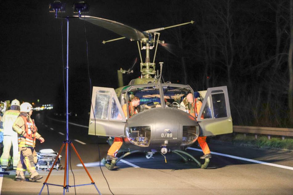 Der Schwerverletzte wurde von einem Rettungshubschrauber in ein Krankenhaus geflogen.