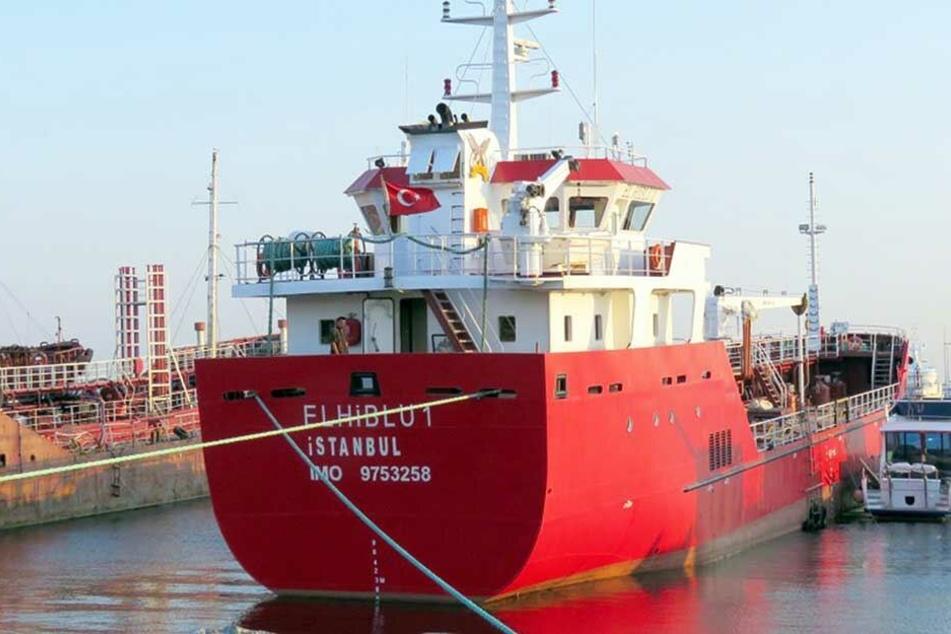 Spezialeinheit eingesetzt: Flüchtlinge entführen Tanker im Mittelmeer