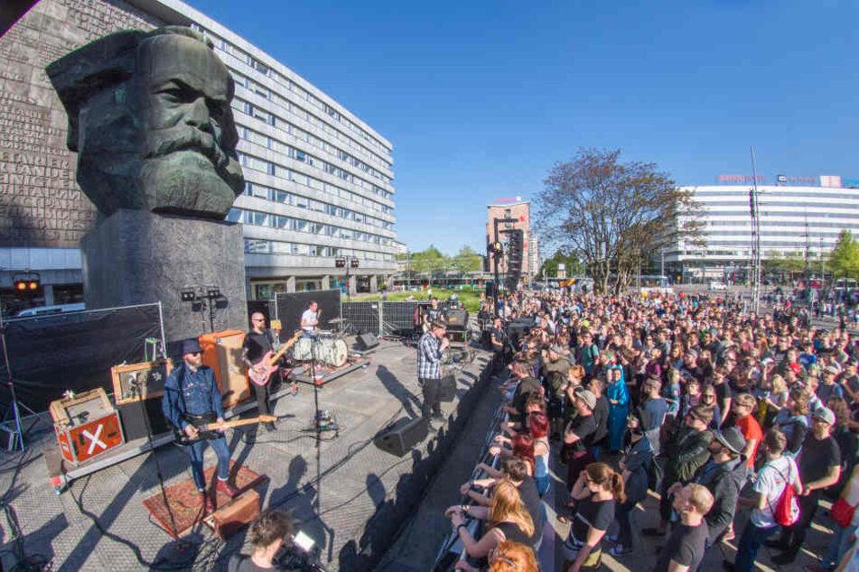 """Mehrere hundert Besucher ließen sich das erste Konzert von """"Am Kopp"""" nicht entgehen."""