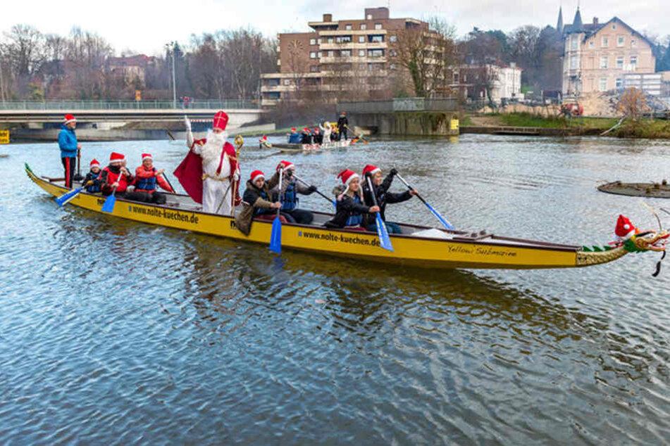 Heute kommt der Nikolaus... über die Werre angepaddelt!