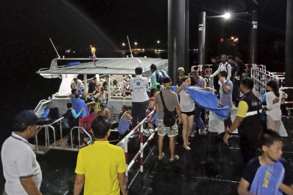 Rund 80 Touristen konnten gerettet und ans Festland gebracht werden.