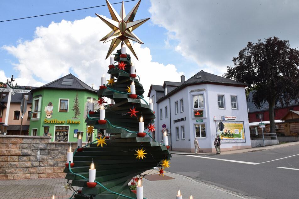 Die Spielzeugmacher aus dem Erzgebirge versuchen mit kreativen Ideen für ihr Weihnachtsgeschäft zu werben.