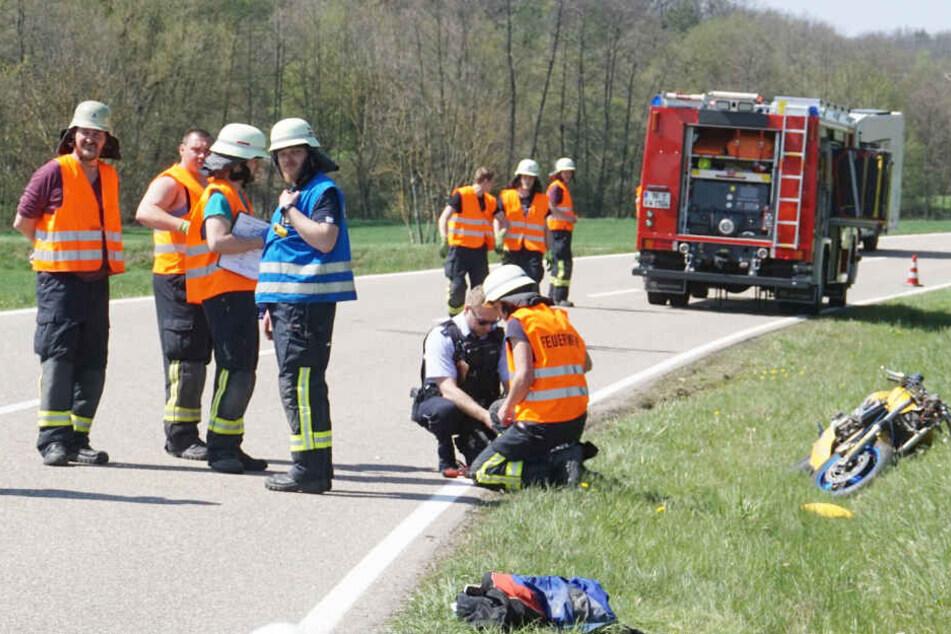 Die Feuerwehr am Unfallort.