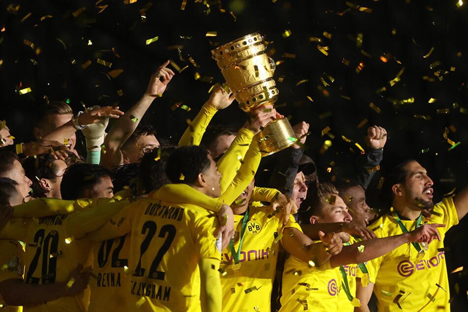Schwarz-Gelb im Goldregen. Borussia Dortmund tütete am Donnerstagabend den fünften DFB-Pokalsieg der Vereinsgeschichte ein.