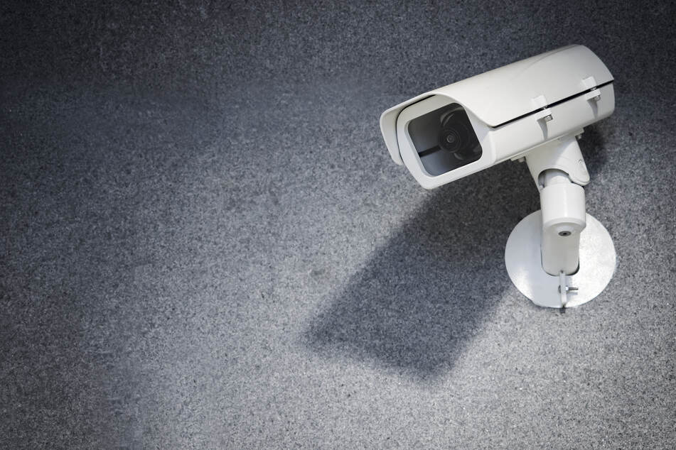 Die Sicherheit an Bahnhöfen in Nordrhein-Westfalen soll erhöht werden. Dafür will das Land zehn Millionen Euro für Kameras ausgeben. (Symbolfoto)