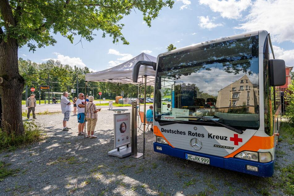 Der Impfbus des DRK machte Donnerstag (und Freitag) Station vor dem Chemnitzer Fresstheater.