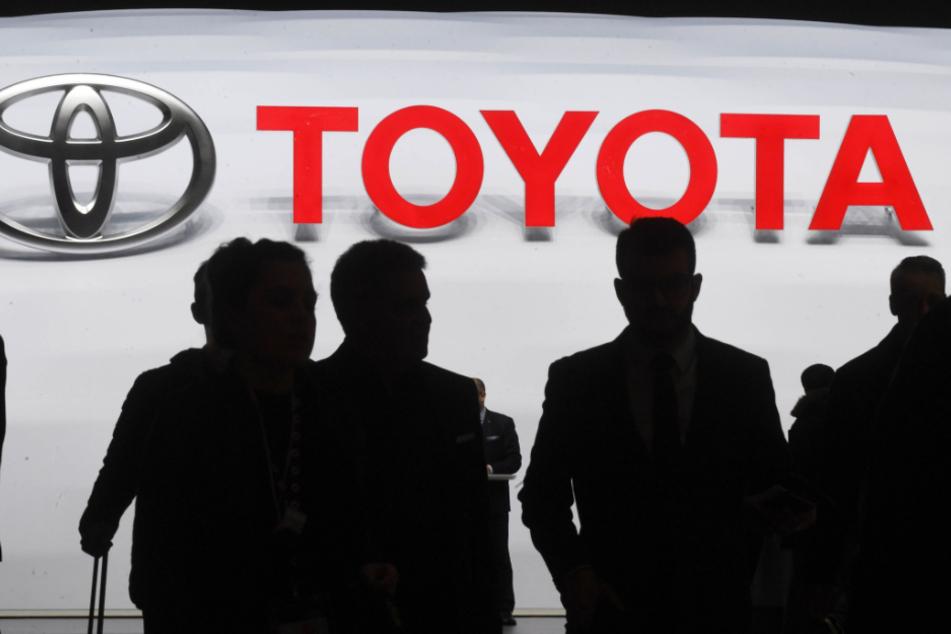 Bei Japans größtem Autobauer Toyota sind die globale Produktion und der Absatz im Mai wegen der Corona-Pandemie eingebrochen.