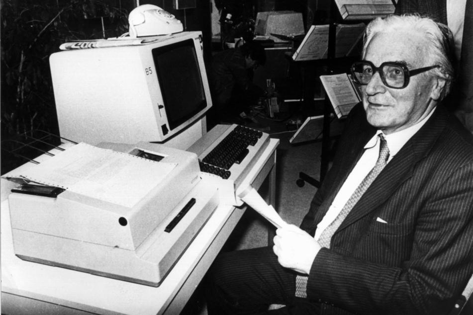 """Konrad Zuse gilt weltweit als """"Vater des Computers"""", hier ein Foto von 1982 in Nürnberg."""