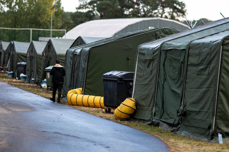Mittels beheizter Zelte ist die Kapazität des Asylzentrums Eisenhüttenstadt kurzfristig aufgestockt worden.