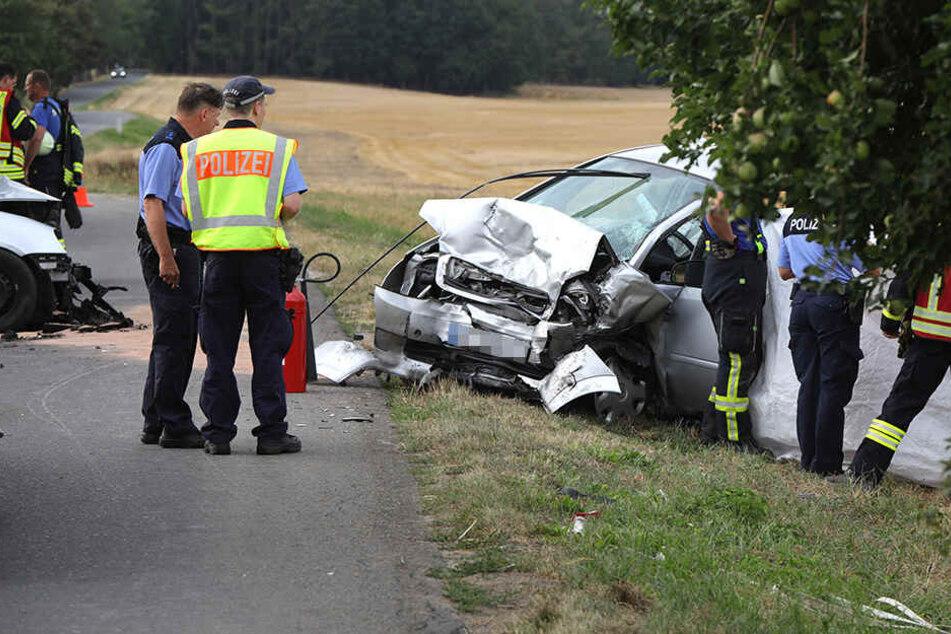 Frontalcrash in Sachsen! Opel-Fahrer stirbt, zwei Schwerverletzte