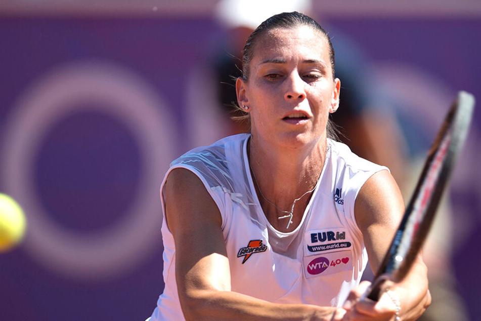 Flavia Penetta (37) konzentriert während eines Matchs.