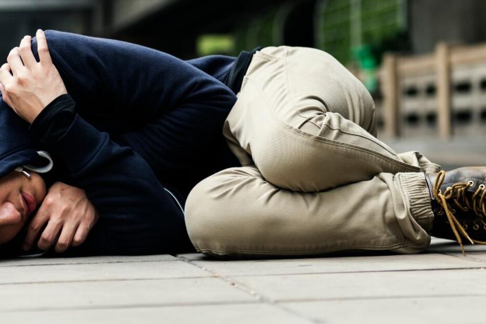 Der Einbrecher legte sich neben seiner Beute schlafen. (Symbolbild)