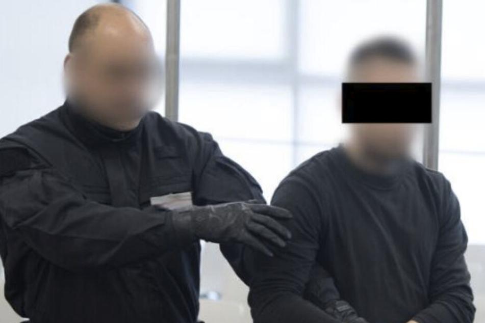 """Prozess um """"Revolution Chemnitz"""": Angeklagter verletzt sich beim Kicken im Knast"""