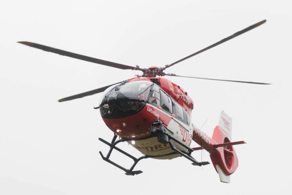 Während der Familienvater noch an der Unfallstelle starb, wurden die fünf Schwerverletzten ins Krankenhaus gebracht (Symbolbild).