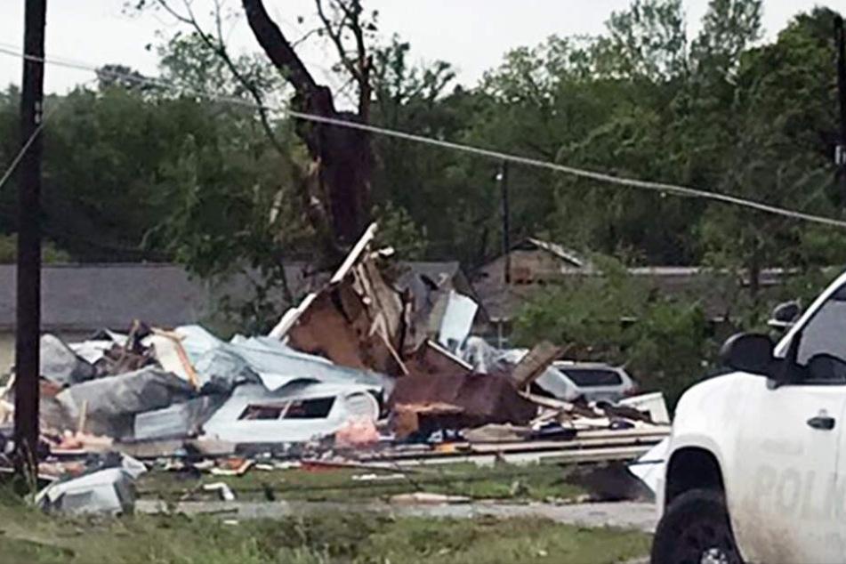 Verheerende Bilder von den Unwettern aus Dallas tauchten auf Twitter auf.
