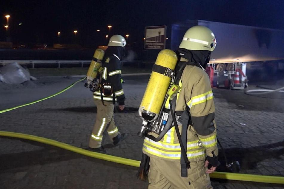 Seit kurz vor halb 6 Uhr ist die Feuerwehr im Einsatz.