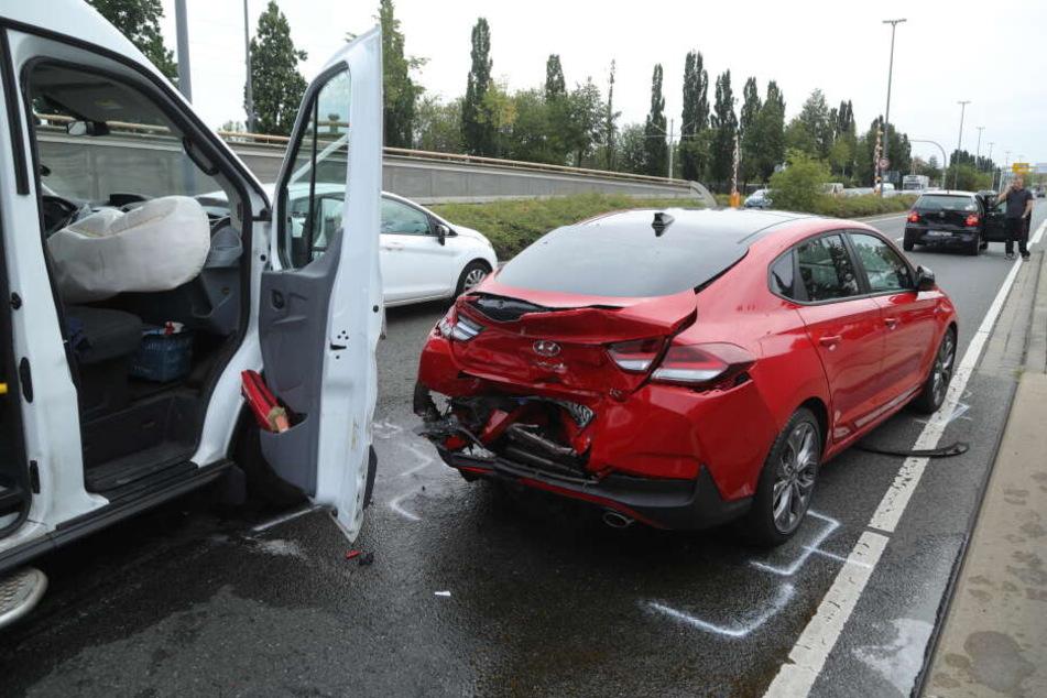 Der Transporter krachte auf den vor ihm fahrenden Hyundai.