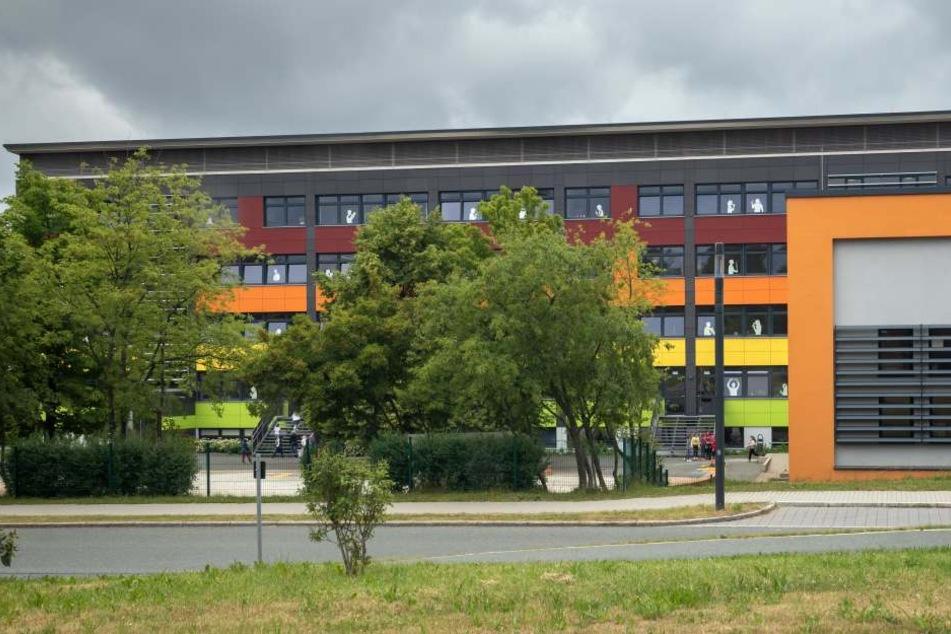 An dieser Schule im Erzgebirge arbeitete der Mann als Lehrer, später als Direktor.