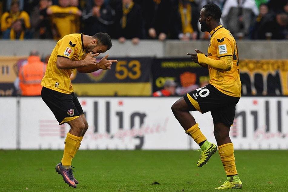 Gogia und Berko mit einem Tänzchen nach dem 2:0-Treffer.