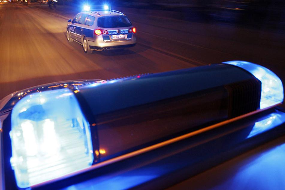 Die Bielefelder Polizei musste anrücken und die Fans in ihre Schranken weisen (Symbolbild).