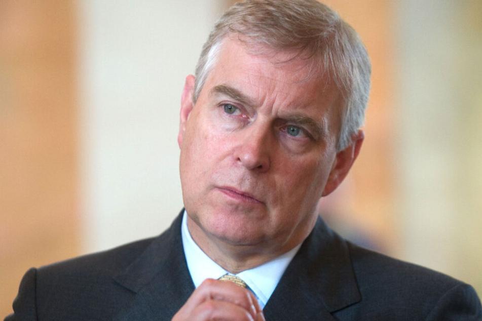 Im Missbrauchsskandal um den US-Millionär Epstein wollen auch die US-Ermittlungsbehörden den britischen Prinzen Andrew befragen.