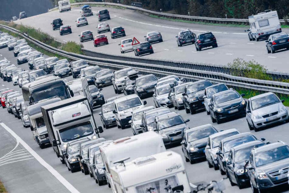 Auf der A1 müssen Autofahrer mit Behinderungen rechnen.