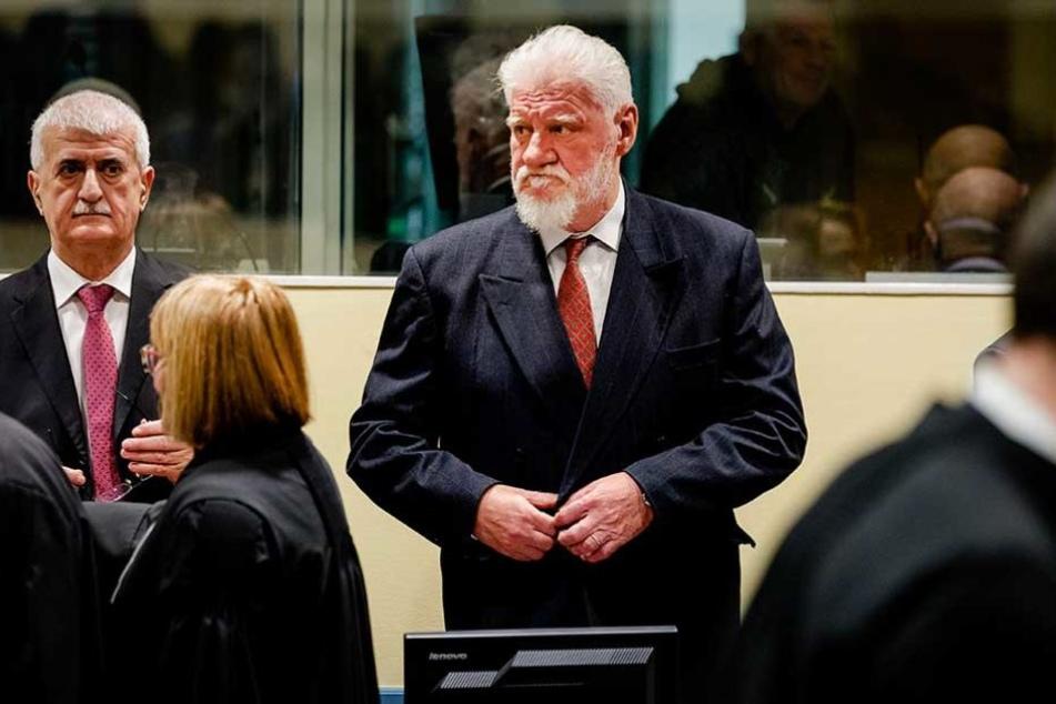 Slobodan Praljak stand wegen Verbrechen gegen die Menschlichkeit vor dem UN-Kriegsverbrechertribunal.