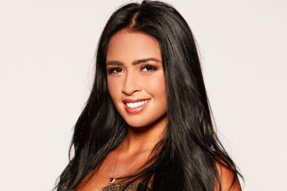 Die südländische Schönheit Nathalia will das Herz des Bachelors für sich gewinnen.