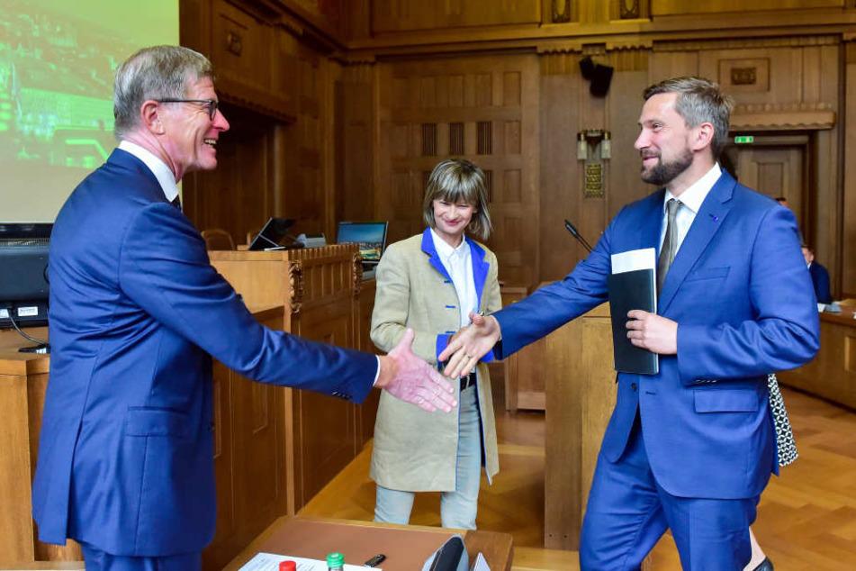 Wirtschaftsminister Martin Dulig (43, SPD), OB Barbara Ludwig (55, SPD) und Bahn-Boss Eckart Fricke (60, v.re.) beim Bahngipfel im Chemnitzer Rathaus.