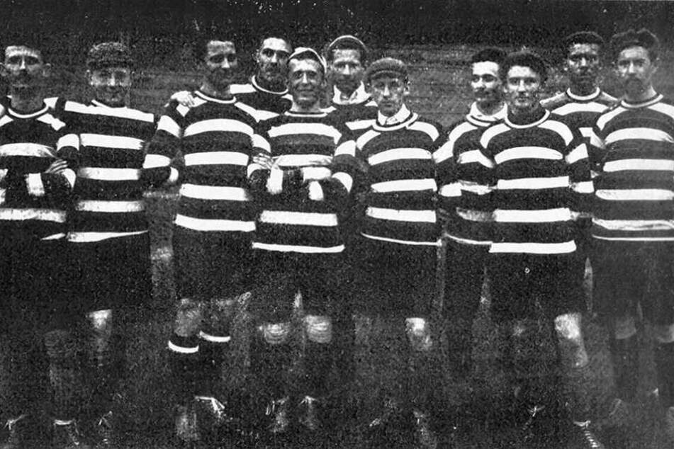 Dieses Foto zeigt die Mannschaft von 1904.