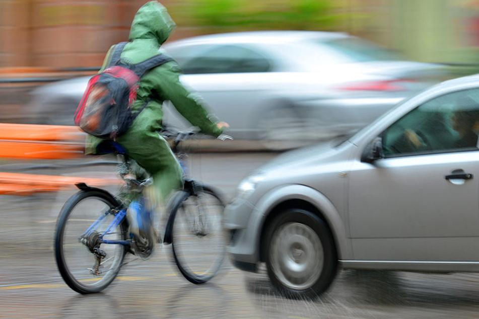 Am Montag krachte es im Leipziger Süden gleich zweimal zwischen Rad- und Autofahrern. (Symbolbild)