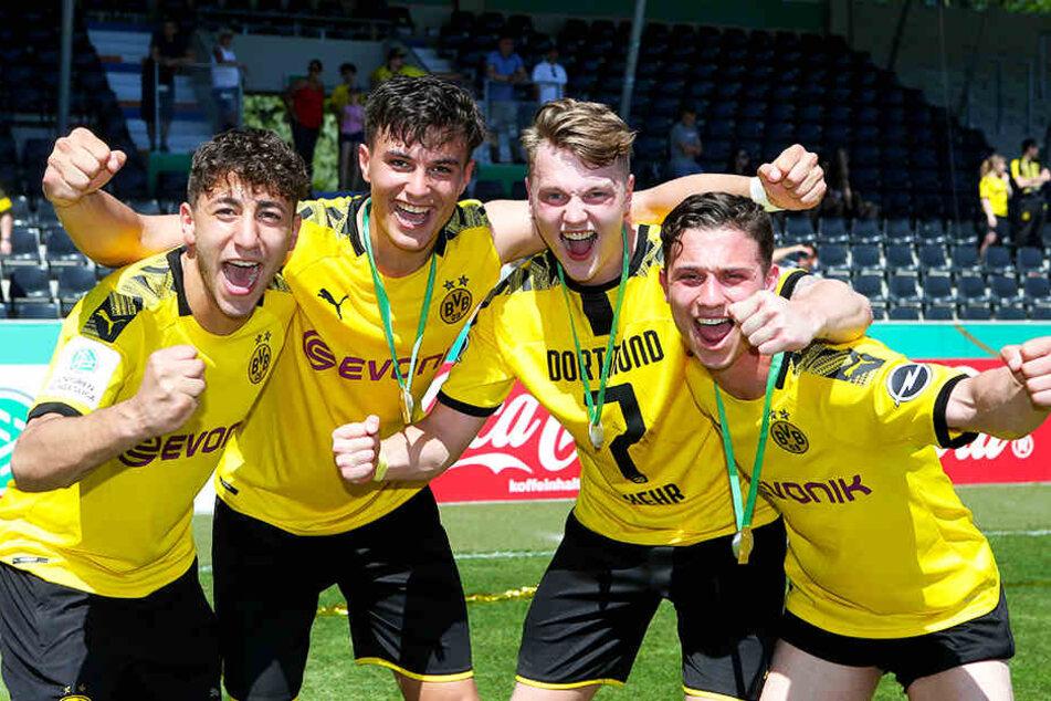 Robin Kehr (Zweiter von rechts) und Tobias Mißner (r.) verlassen Borussia Dortmund und wechseln in die 2. Bundesliga.