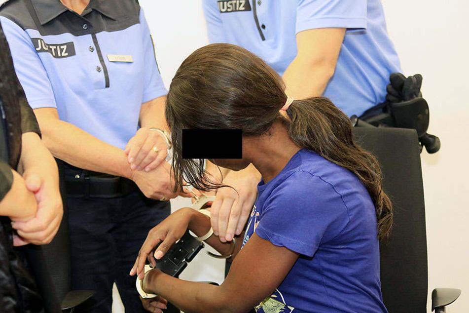 """""""Schwarze Witwe"""" weinte und flehte um Hilfe"""