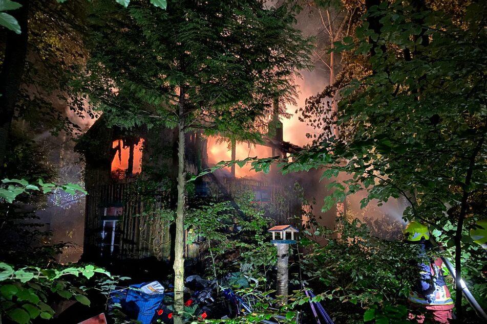 In einem Wohngebäude in Velbert ist ein Feuer ausgebrochen. Eine Person starb in den Flammen.