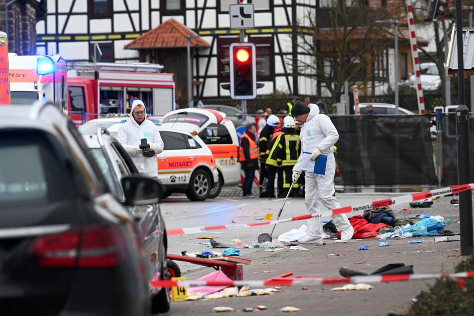 Mann rast mit Auto in Rosenmontagsumzug: Volkmarsen erinnert an Schreckenstat